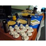 buffet de café da manhã em empresa